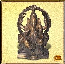 Ганеша - это индийское божество с телом человека и головой слона, которое помогает в бизнесе и поддерживает предпринимателей. Ганеша открывает мир неограниченных возможностей в различных сферах деятельности. Рекомендуется поместить эту фигурку в кабинет или на письменный стол, на почетное место. А в закладке Видео вы можете прослушать Мантру Ганеши для привлечения денег.