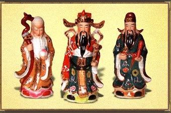 Звездные Старцы (три бога - Фу-син, Лу-син и Шоу-син) - символы, приносящие богатство, процветание, здоровье и долголетие. Фу-син - бог счастья и удачи, он приносит всевозможную удачу. Лу-син - бог процветания и достатка. Шоу-син - бог здоровья и долголетия, имеющий посох из корня женьшеня и персиком, дарующий бессмертие.