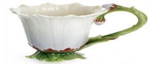 последний предмет из чайного сервиза