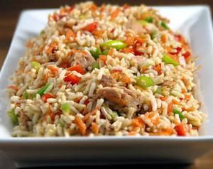 салат из говядины с овощами и рисом