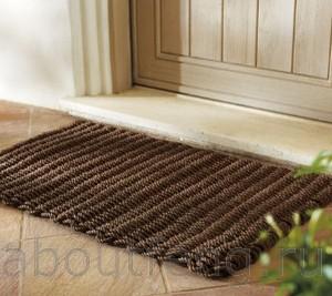 коврик возле входной двери