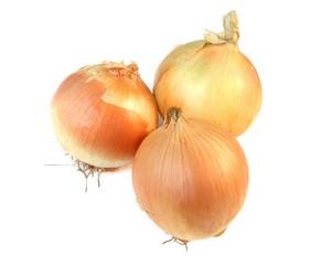 три репчатые луковицы