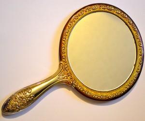 зеркало поможет