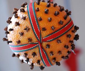 талисман из апельсина и гвоздики