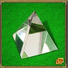Хрустальная пирамида хорошо подходит для активизации зоны Славы на юге. Она будет представлять ваше устремление вперед и вверх, гармонизирует и сохраняет. Воздействие пирамиды основывается на принципах египетских пирамид. Пропорции полностью сохранены. Такая пирамида, помещенная на рабочий стол помогает лучше работать и больше зарабатывать. Она гармонизирует пространство и сохраняет достигнутые результаты. Такую пирамидку можно поместить и на холодильник, в таком случае пища будет лучше сохраняться.