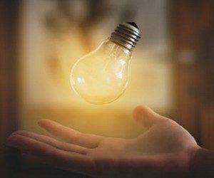Выкрутить лампочку легко
